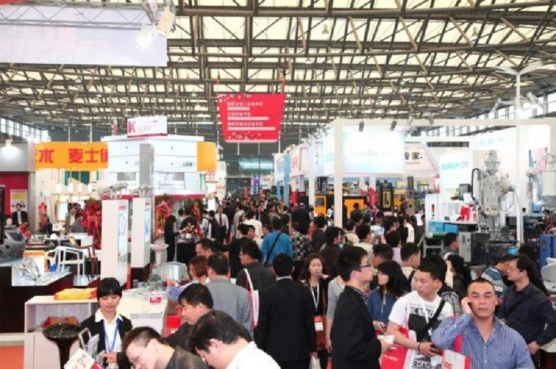 Xem trực tiếp tại chợ ở Quảng Châu giúp bạn xem được đa dạng mẫu mã, kiểu dáng và đàm phán tốt về giá cả